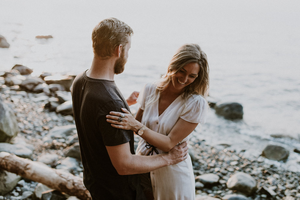 052_StacieCarrPhotography_vancouver-elopement-photographer-adventurous-engagement-smoke-bomb-beach.jpg