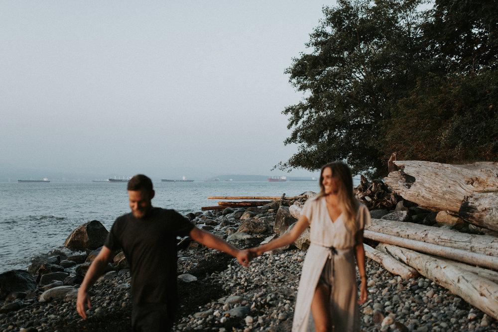 073_StacieCarrPhotography_vancouver-elopement-photographer-adventurous-engagement-smoke-bomb-beach.jpg