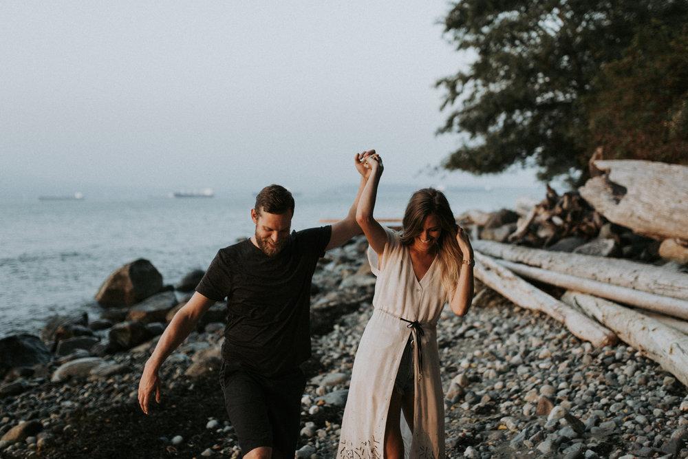 075_StacieCarrPhotography_vancouver-elopement-photographer-adventurous-engagement-smoke-bomb-beach.jpg