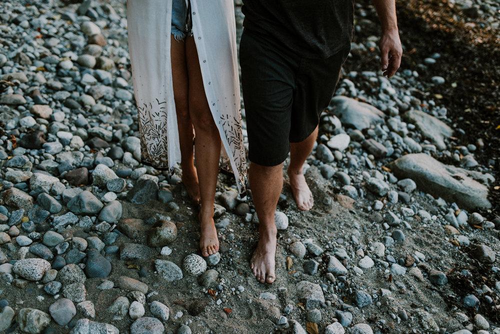 082_StacieCarrPhotography_vancouver-elopement-photographer-adventurous-engagement-smoke-bomb-beach.jpg