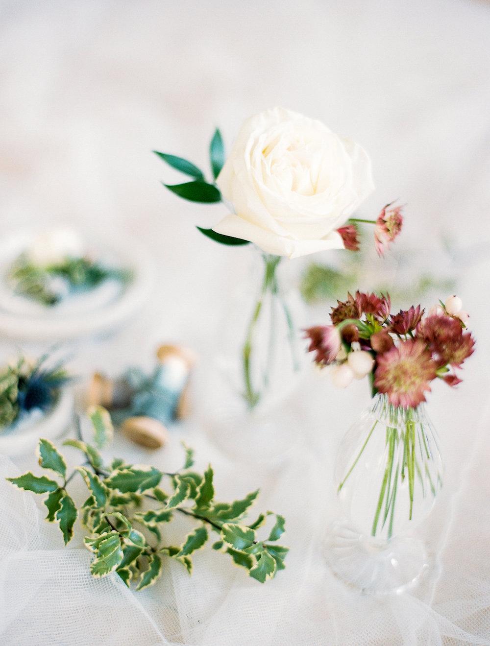 Low Budget centrepiece - Wedding Flower Ideas
