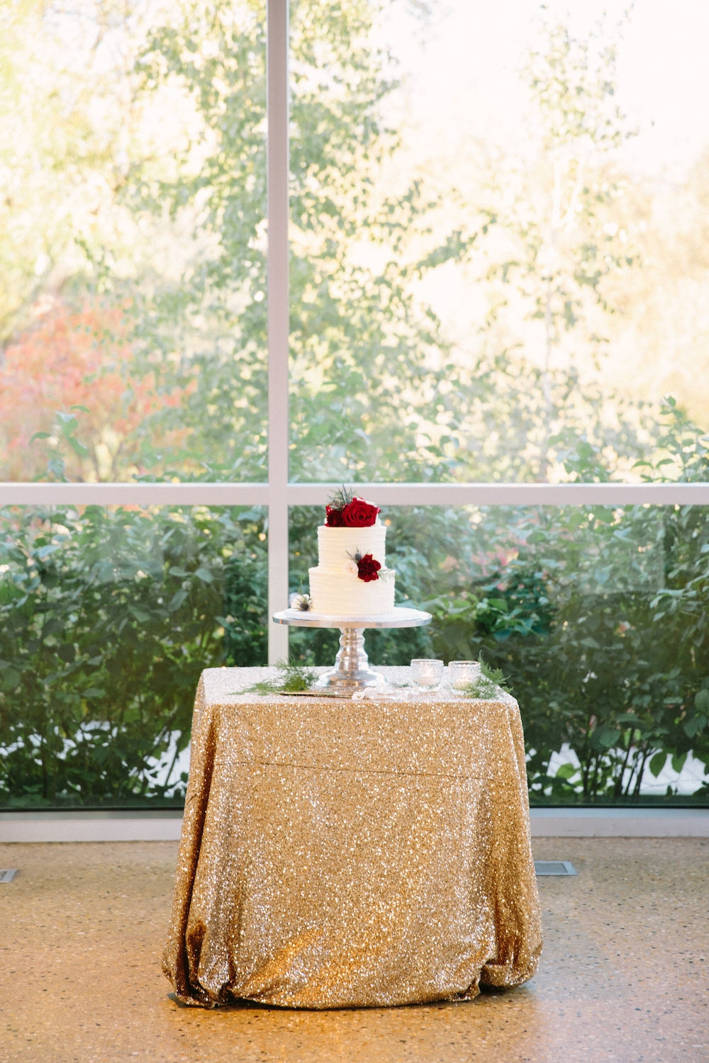 Photo by Rachwal Photography, Cake by High Tea Bakery