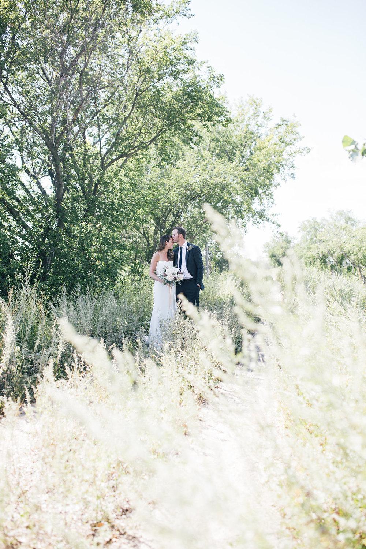Outdoor Wedding Photo Ideas - Pantel Photography