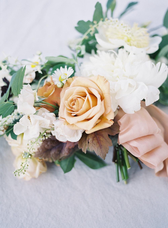 White and Gold Wedding Inspiration - Winnipeg Wedding Florist