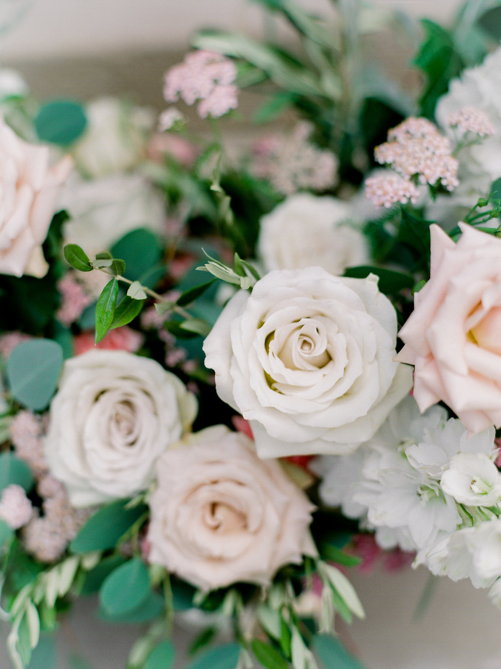 Earl Grey and Quicksand Roses - Wedding Flower Ideas