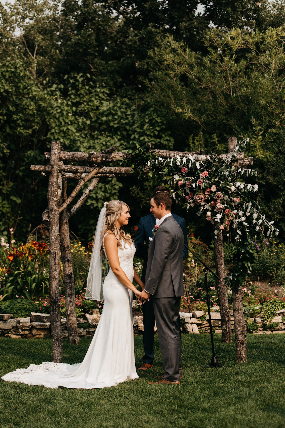Pineridge Hollow Wedding Ceremony - Stone House Creative