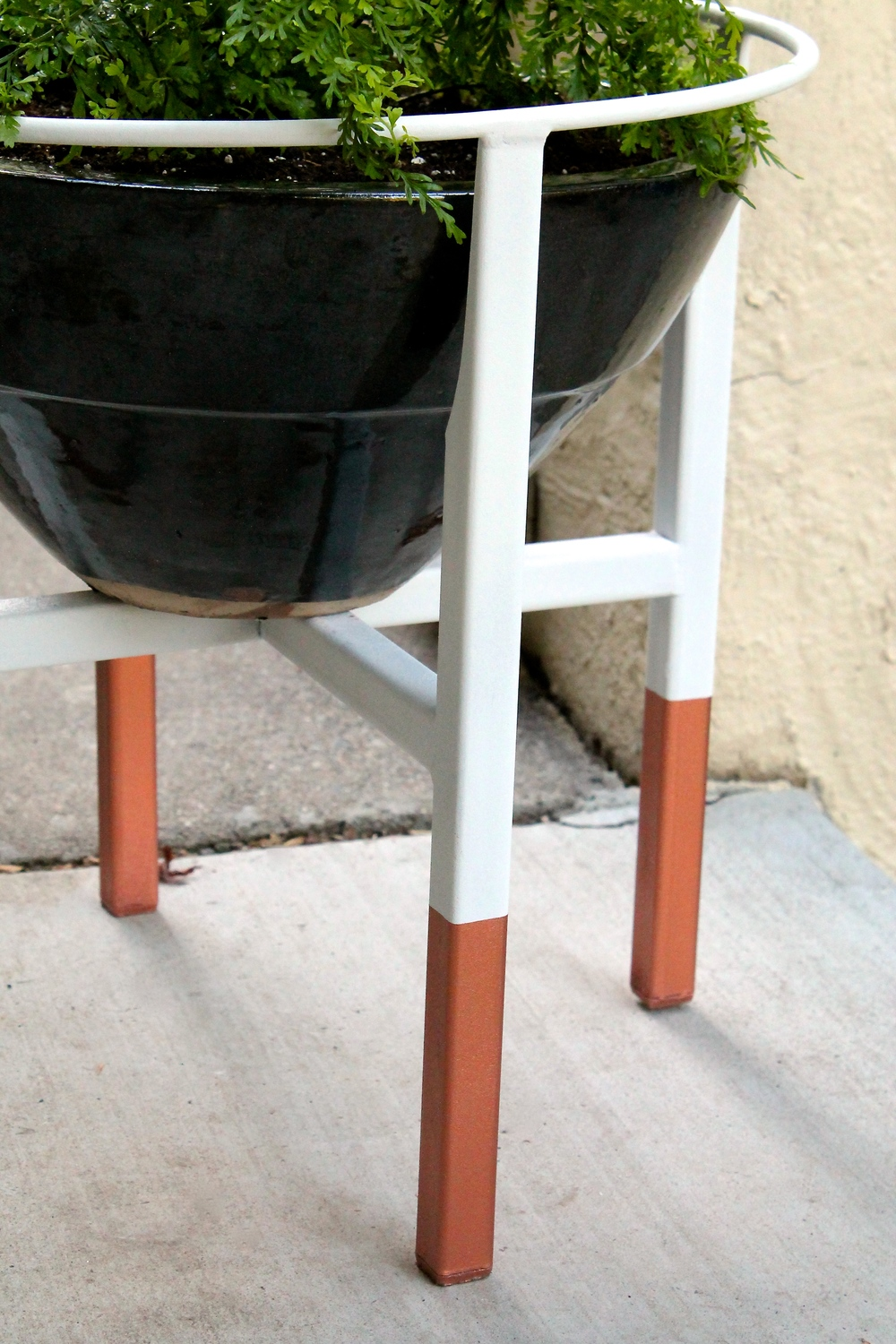 plant-stand-copper-legs-metal