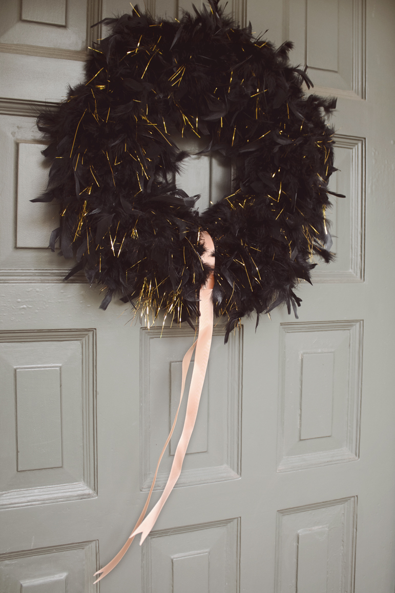 A sophisticatedly spooky Halloween wreath DIY from Everyday Enthusiastic