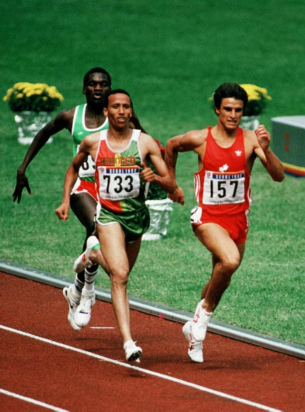 Dr. Simon Hoogewerf - Simon was the only Canadian athlete to simultaneously hold the national records for 800m and 1000m, indoor/outdoor, junior/senior. Over the 800m distance, he represented Canada at the 1984 and 1988 Olympic Games and won a bronze medal at the 1991 World Indoor Championships. When not helping to coach the Harriers, Simon is an emergency room doctor.