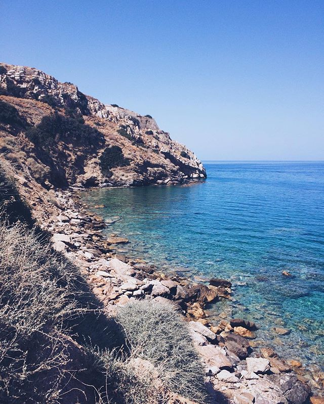 Lazy, hazy, crazy days of summer ☀️ #summer18 #seashore #lazyhotday #naturalblues #rocksalt