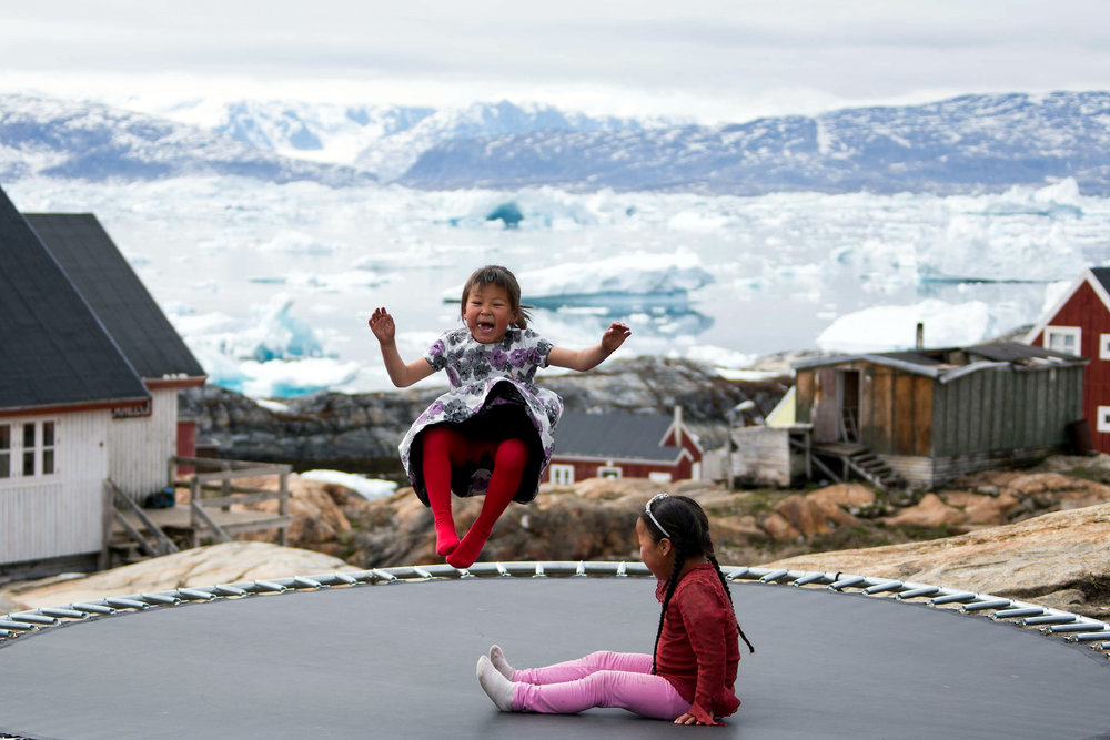 east-greenland-girls-playing-tunu-tinit.jpg