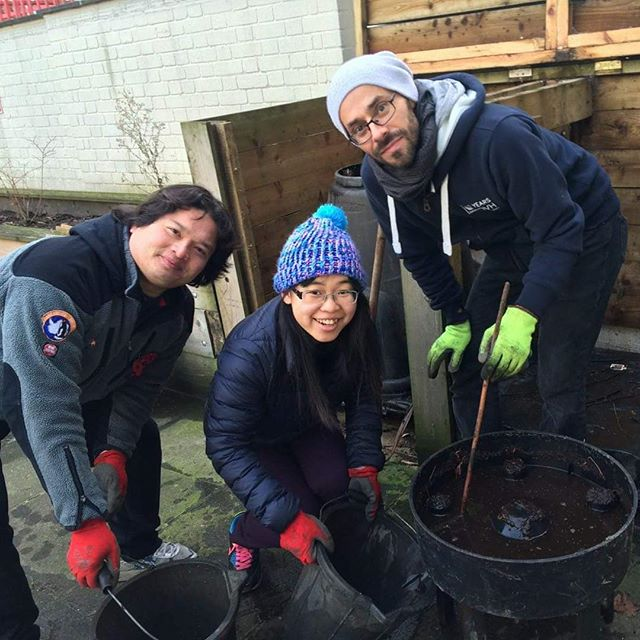 For our first gardening session of 2018, our volunteers are learning something new - what to do with our worm farm!  #Londongardener #Learningtogarden #charitypartner #Socialchangemakers #Makingadifferencetogether #Getfitandhavefun #Urbangreening #Dosomethingmeaningful #Volunteerwithus #Dogoodintheworld #Actsofgood #Volunteeringwork #Volunteeryourtime #Collectiveaction  #Smallactschangetheworld #Growingagarden #Begoodtotheearth #Socialprojects #Gardeninginthecity #Urbangreenspace #Dosomegood #Greengym #Greenexercise #Communitygardening #Sustainablegardening #Protectthenvironment #Doyourbit #Bethechangeyouwishtoseeintheworld  #Togetherwecanmakeadifference #Communityimpact