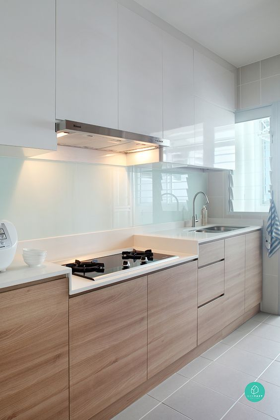 Minimalist kitchen in Singapore by  Green and Lush