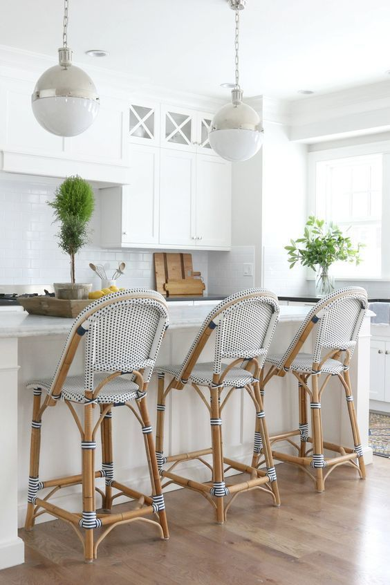 Epic guide to designing a spectacular hamptons kitchen for Hampton style kitchen stools