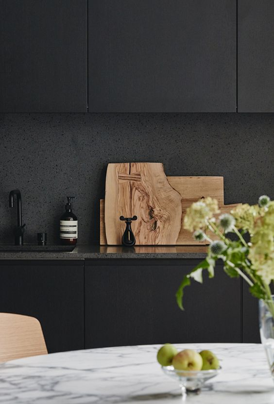 If you like black, (I'm guessing if you've made it this far that you do indeed!) keep scrolling for more beautiful noir kitchens...     via  estliving.com