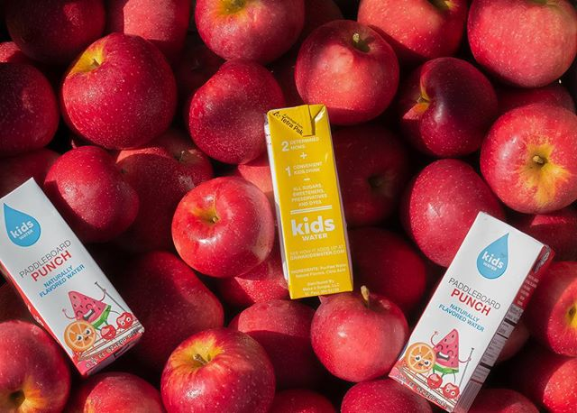 The American Heart Association recommends a daily intake of less than 25g of sugar, yet most kids get about 80g a day!? Choose kidsWATER for a healthy alternative and keep the doctor away. 😉🍎 #kidswater #AHA #healthysnacks #madebymoms #madeintheusa #anappleaday #keepthedoctoraway #allnatural #noaddedsugars #hydration #onthego #ohyea #snacktime