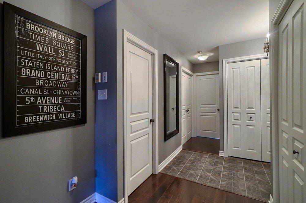 4585-Ch-des-Prairies-app2-brossard-hallway.jpg