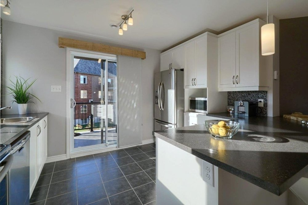 kitchen-2-condo-8125-rue-de-londres-brossard-qc.jpg