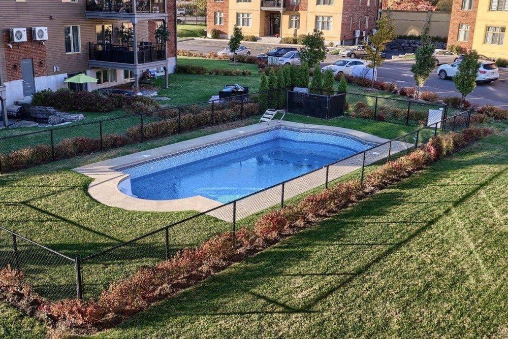 pool-condo-8125-rue-de-londres-brossard-qc.jpg
