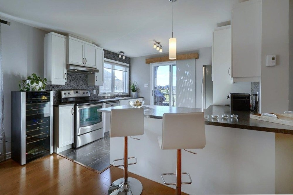 condo-kitchen-8125-rue-de-londres-brossard-qc.jpg