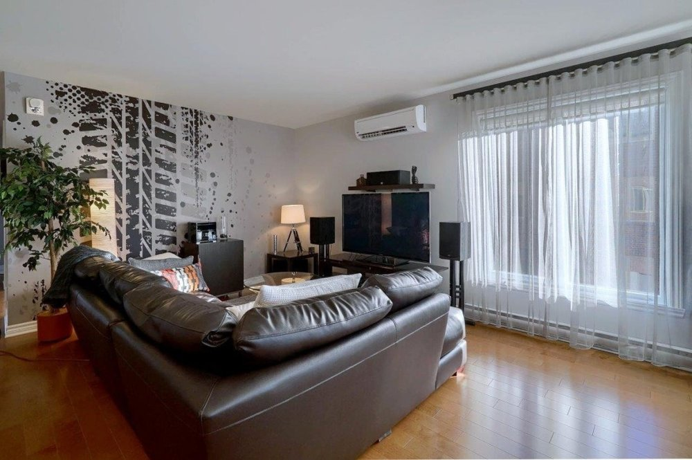beautiful-livingroom-8125-rue-de-londres-brossard-qc.jpg