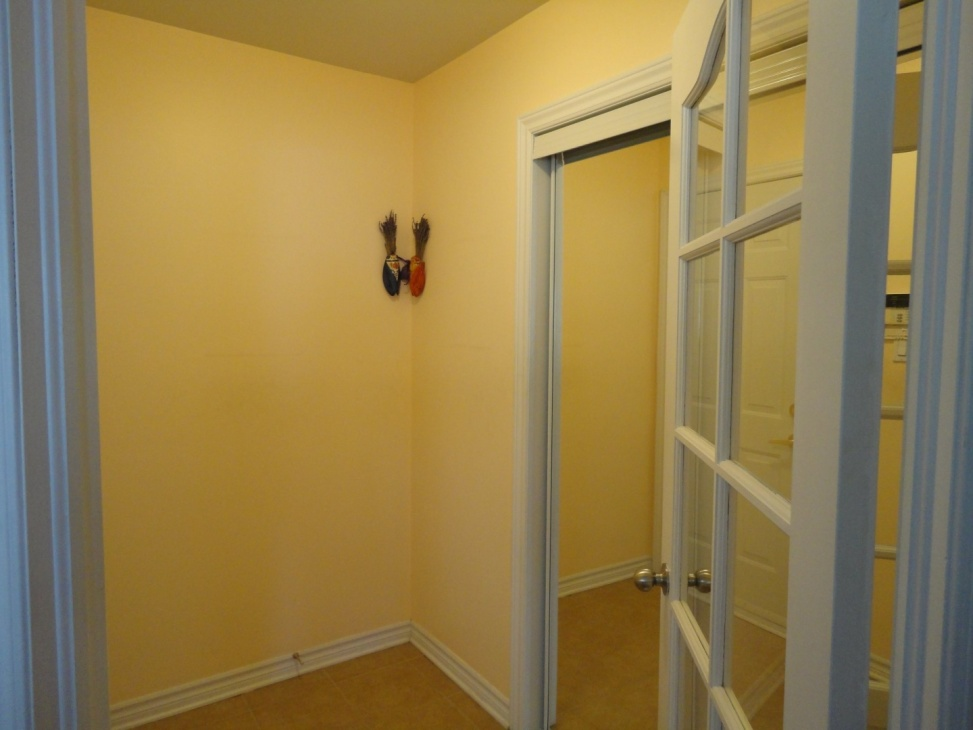 hallway-4545-av-Colomb-Brossard-qc.jpg