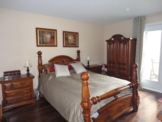 condo-for-sale-master-bedroom-4905-Av-Colomb-app-202-Brossard-qc.jpg