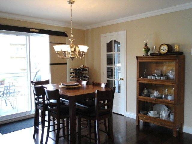 condo-for-sale-dining-room-4905-Av-Colomb-app-202-Brossard-qc.jpg