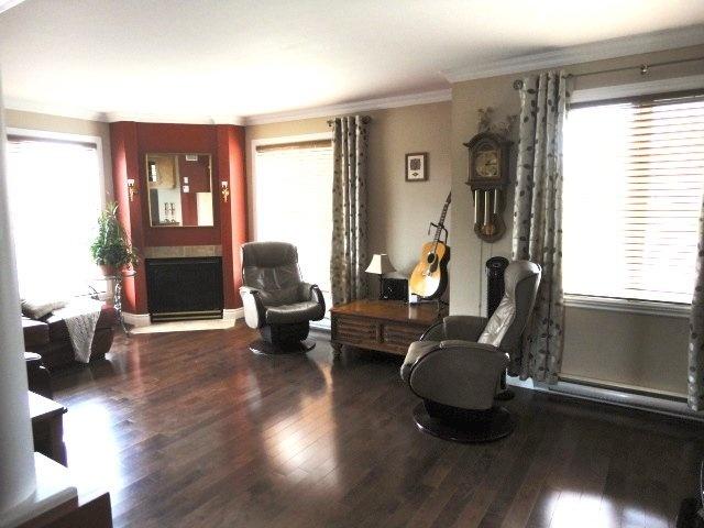 living-room-fireplace-renovated-4905-Av-Colomb-app-202-Brossard-qc.jpg