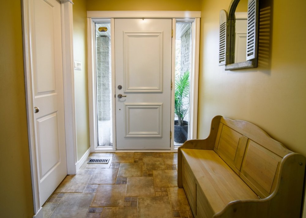 Hallway-renovated-gorgeous-585-Rue-Doris-Greenfield-Park-qc.jpg