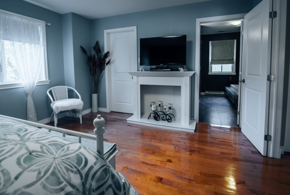 large-bedroom-585-Rue-Doris-Greenfield-Park-qc.jpg