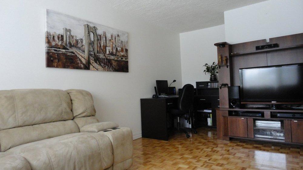 living-room-1215-Rue-Peloquin-Brossard-qc.jpg