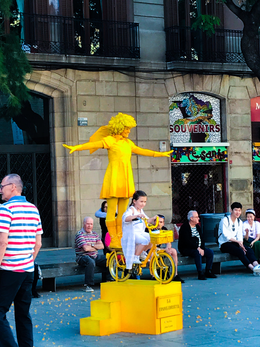 Performer in Placita de la Seu