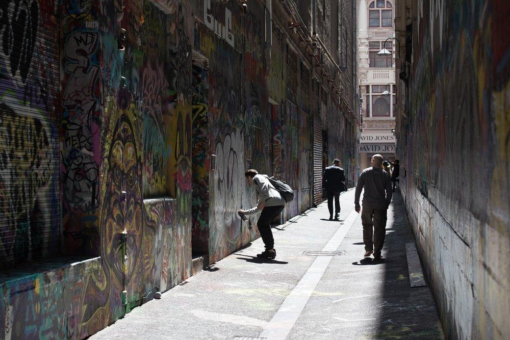 graffiti-2400796_1920.jpg