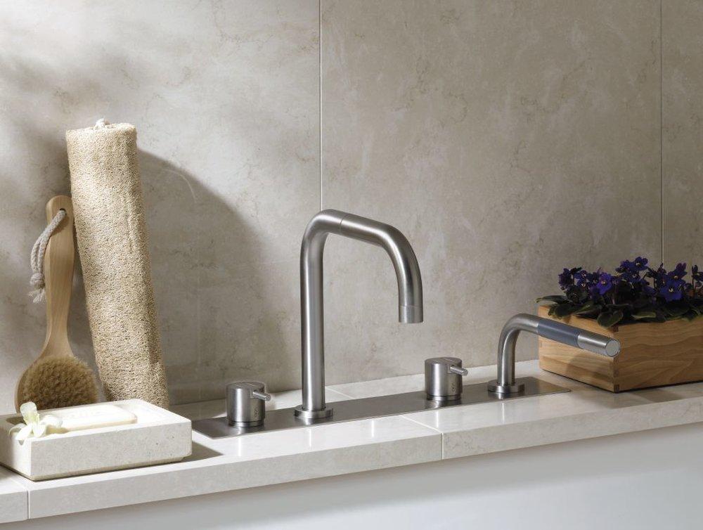 Sanitair - Van het plaatsen van waterleiding en afvoerleiding in nieuwbouw of renovatie tot een perfecte plaatsing van de sanitaire toestellen.