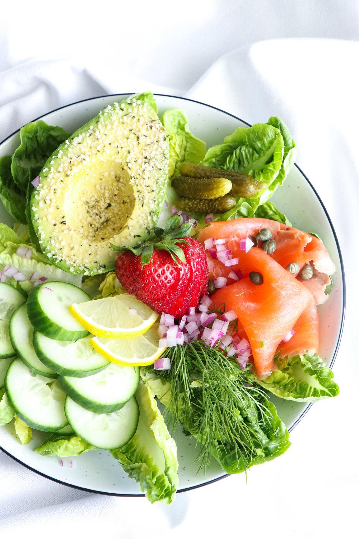 smoked salmon and avocado salad bowl