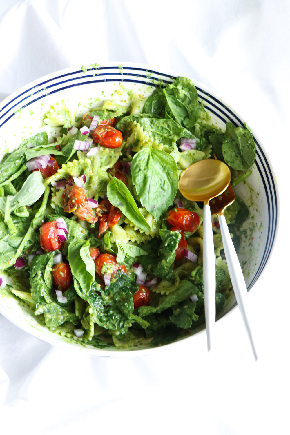 spinach and avocado pesto pasta salad