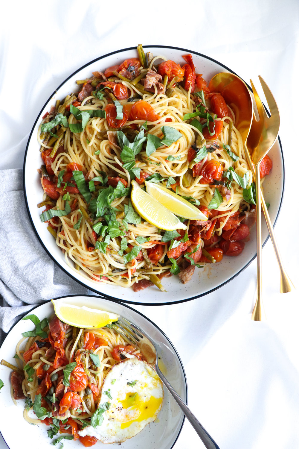 spaghettini with white wine garlic and herb sauce