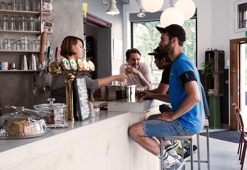 CAFÉ / BAR