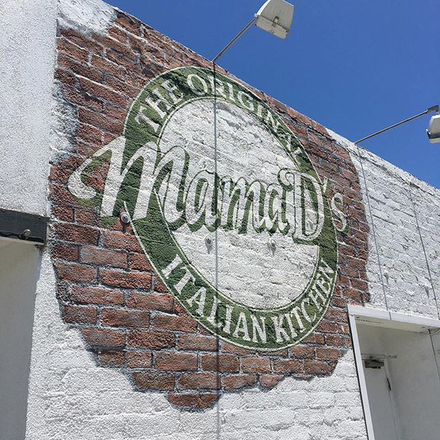 Bringin' the heat 🔥🔥// Good thing we have 2 AC's ❄️❄️ // See you at 4pm!! 🍴🍻✌🏻#MamaDsNewportBeach