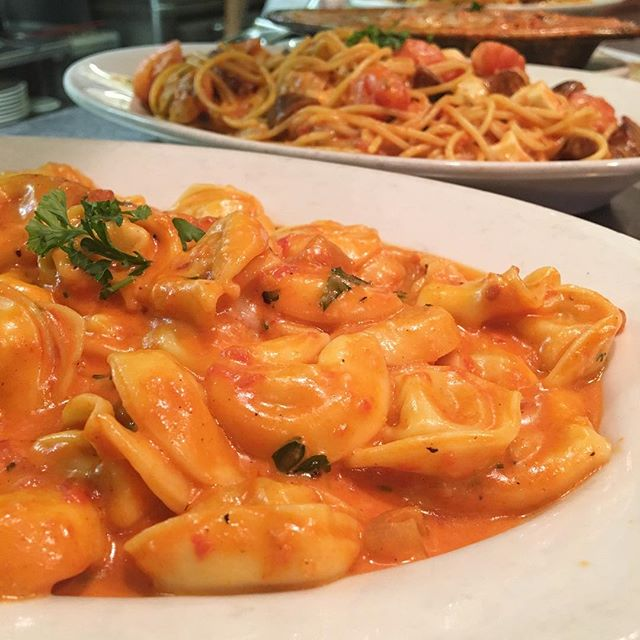 Let's TORT out our differences 🍝🍷✌🏻 #Tortellini #MamaDsNewportBeach