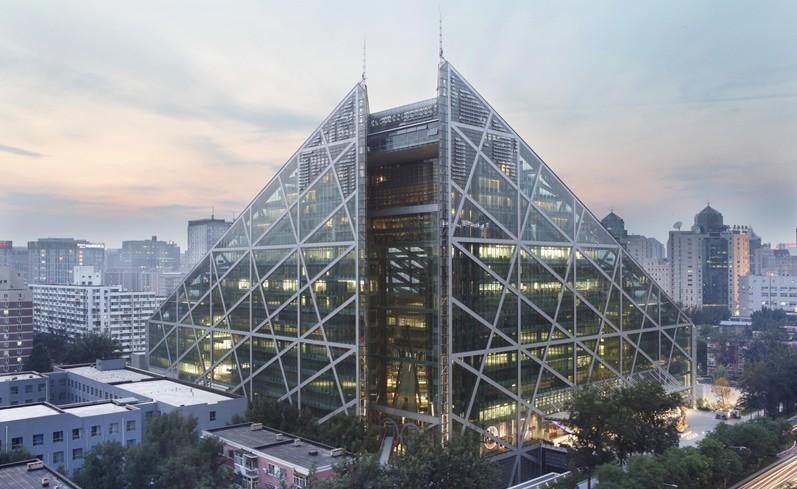 9.  绿色建筑    任何开发项目中,至少70%的建筑应达到中华 人民共和国住房和城乡建设部(MOHURD)一星 标准,20-40%的建筑应达到二星标准,5-15%的 建筑应达到三星标准。