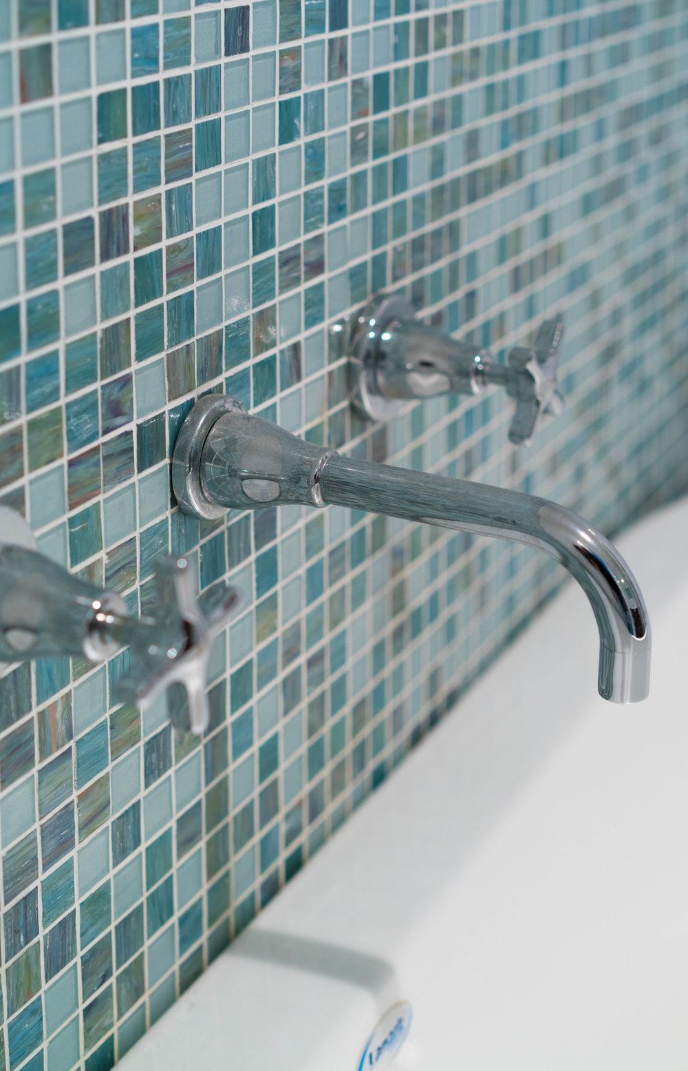 bathroom tiles close uo.jpg