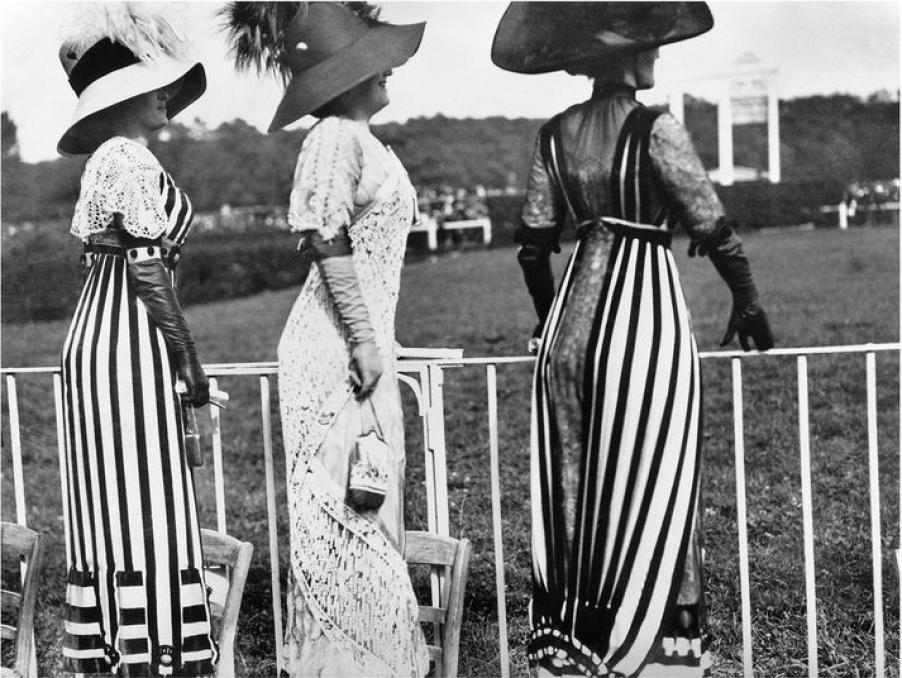 Drag racing day at the Auteuil races by Jacques-Henri Lartique.