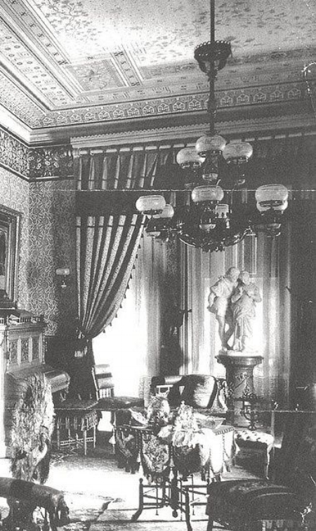 The classical statues above are the main focal point of this Victorian room.