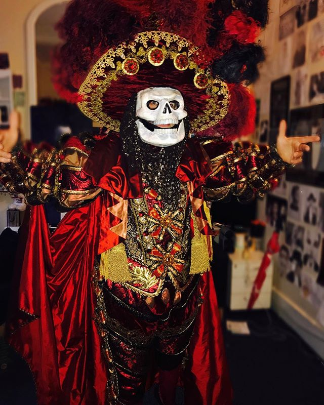 Normal evening at work for me.. hahah I do have a new mask though! Hope you're all having a fab #saturdaynight wherever you are. #westend #phantomoftheopera #costume #reddeath #casual #standard