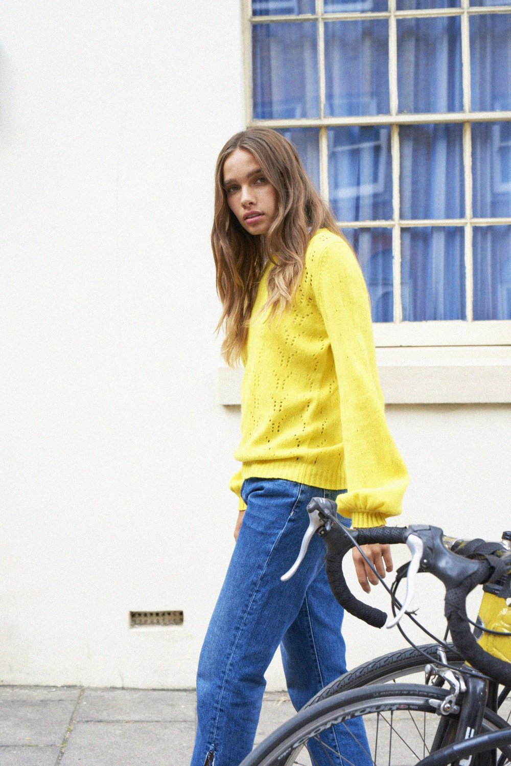 aw18_holy_balloon_campaign_jumper1234.jpg