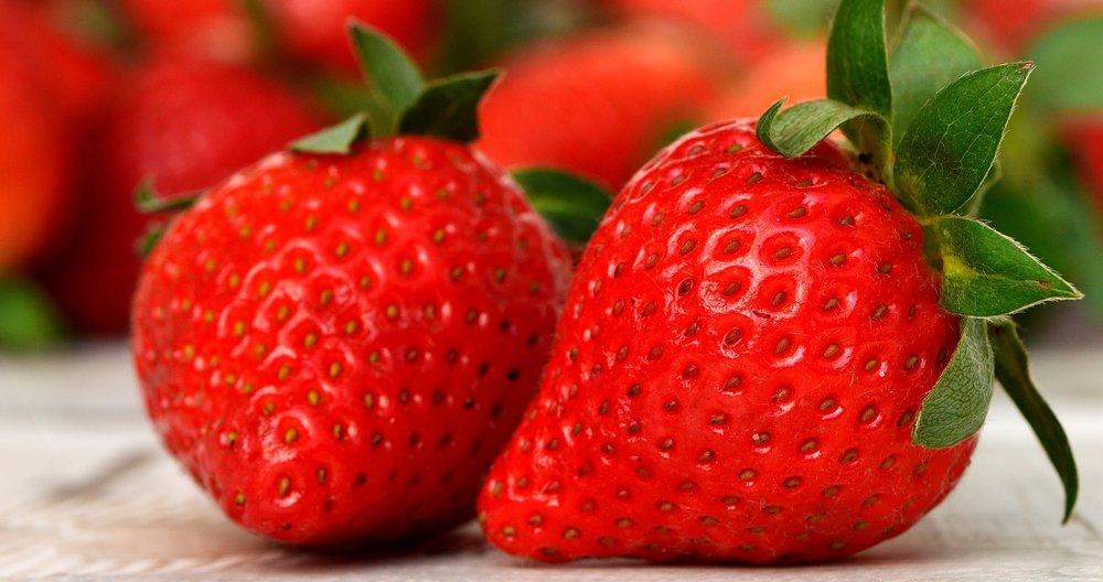 strawberries-3089148_1920.jpg