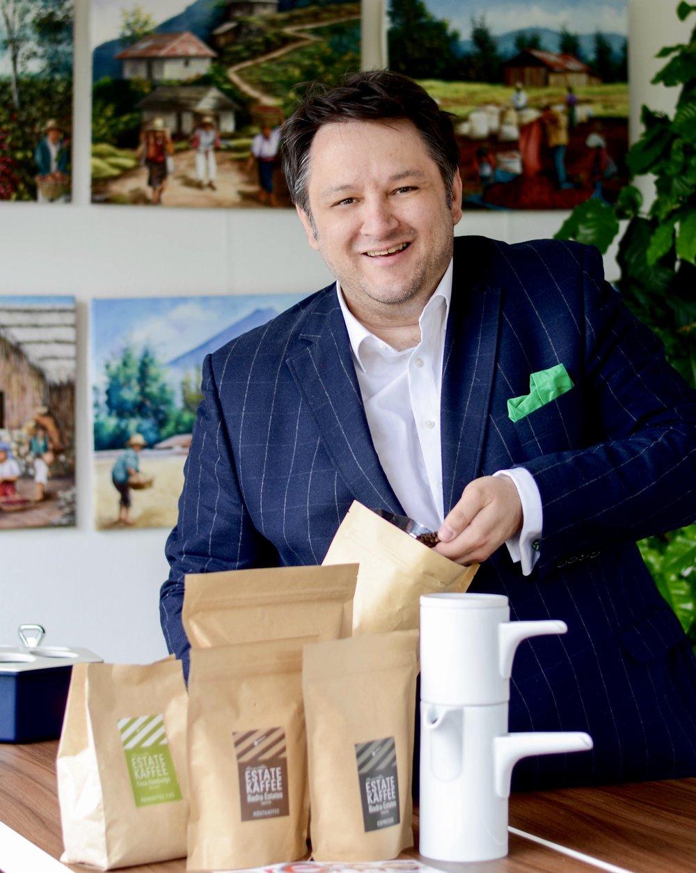 Coffeologe und Leiter Unternehmenskommunikation Ingo H. Klett. Foto: Marina Brockhoff für die © WEBER Packaging GmbH, 2016