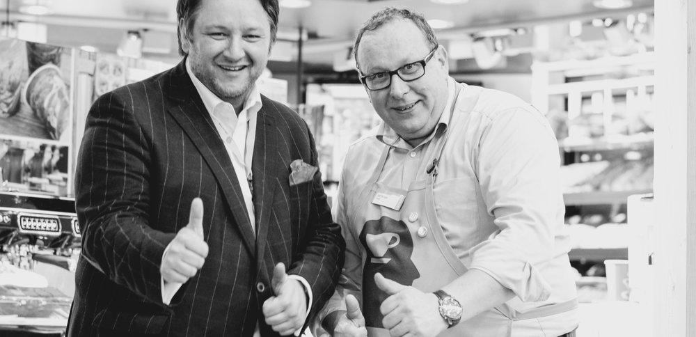 Coffeologe Ingo H. Klett und Aussendienst'ler Ralf Kempe freuen sich auf Sie. Foto: Martina Brockhoff für die © WEBER Packaging GmbH, 2016